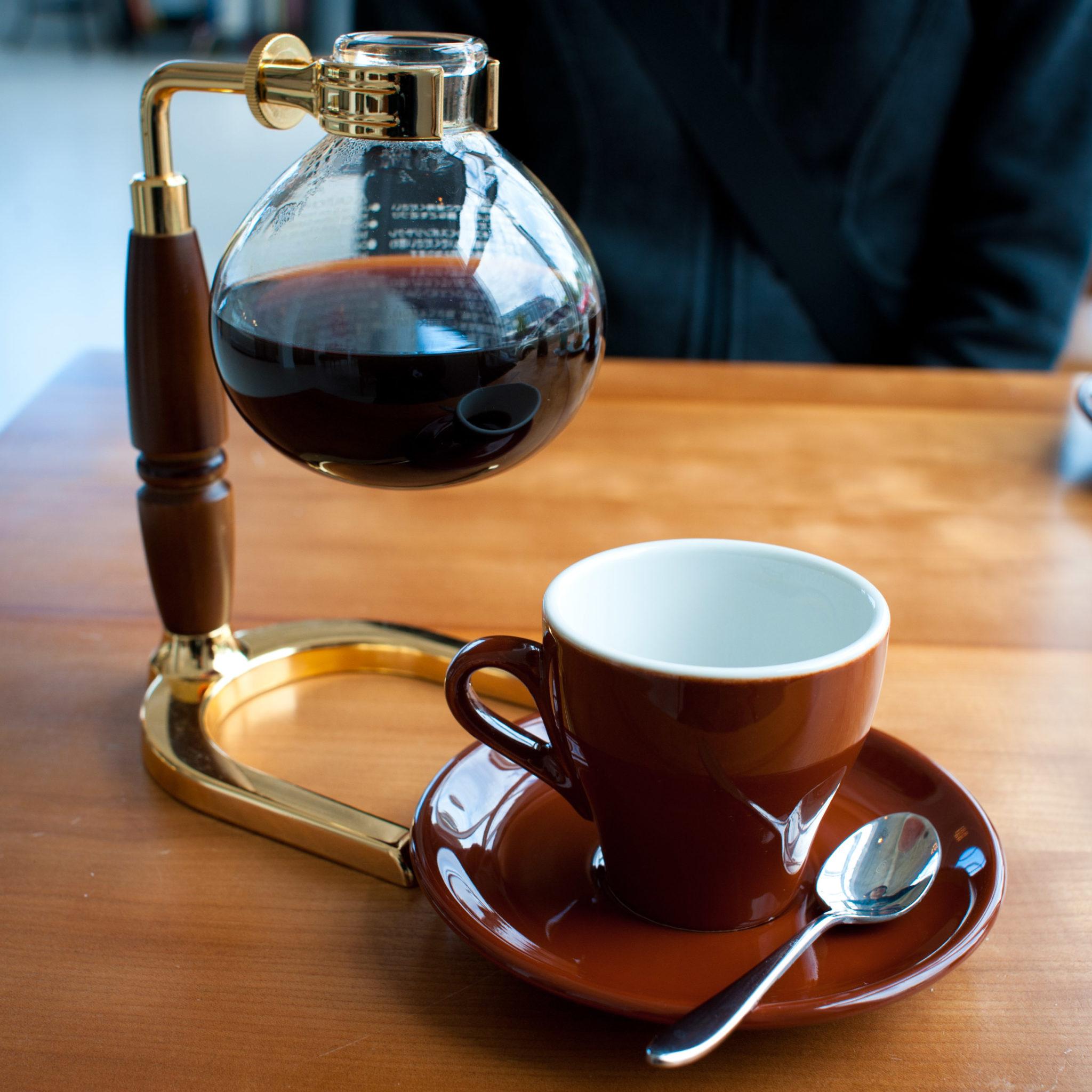 Rocanini,_Siphon_Coffee_(5910298498)